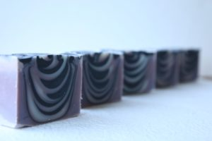 紫根竹炭石鹸